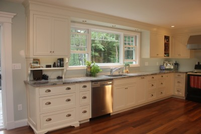 Traditional Painted White Kitchen Cabinets